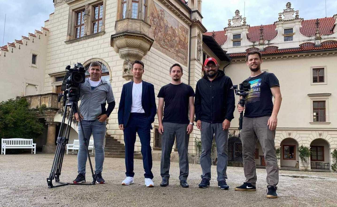 Společné foto filmového štábu