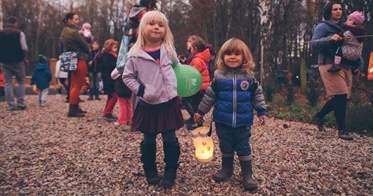 Podpořte náš projekt prvních lesních jeslí v Česku a přijďte k nám oslavit svátek sv. Martina! Čeká nás hraná legenda o sv. Martinovi, lampionový průvod večerním lesem, pokladu a závěrečné společné hodování!