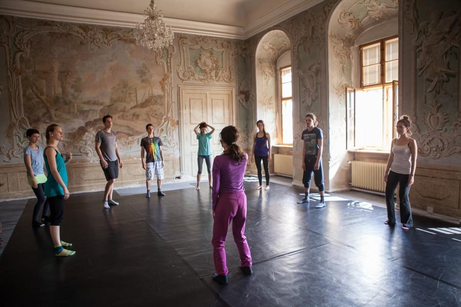 Workshopy zpravidla probíhají ve Freskovém sále na W7.