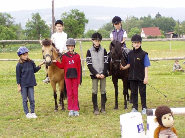 Některé z dětí Ponycentra v roce 2005, mnohá jejich přátelství trvají dodnes.