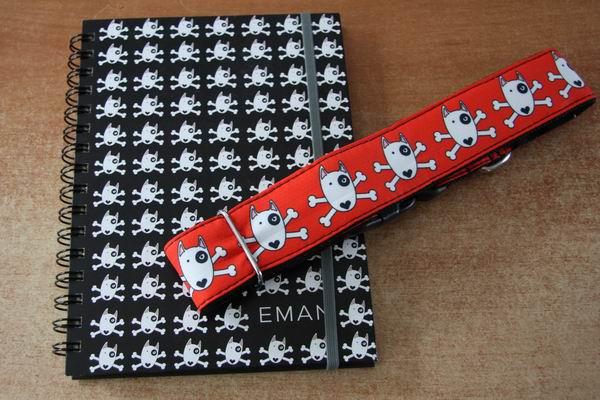 Zápisník a obojek EMAN