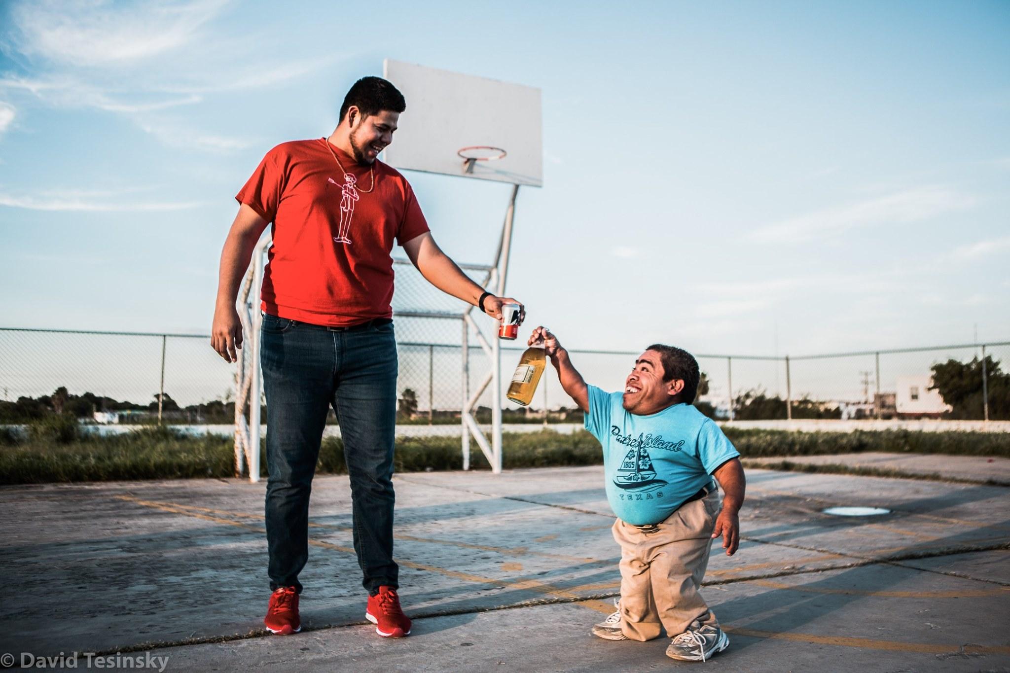 Nejmenší a největší muž ve městě Nuevo Laredo (Mexiko)