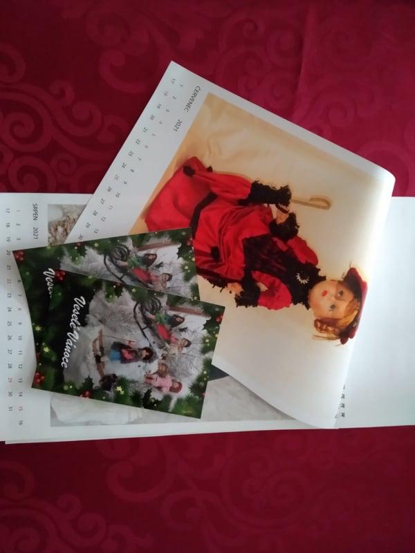 Nástěnný kalendář a pohlednice